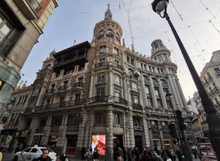 Madrid, Carrera de San Jerónimo, Edificio Meneses.