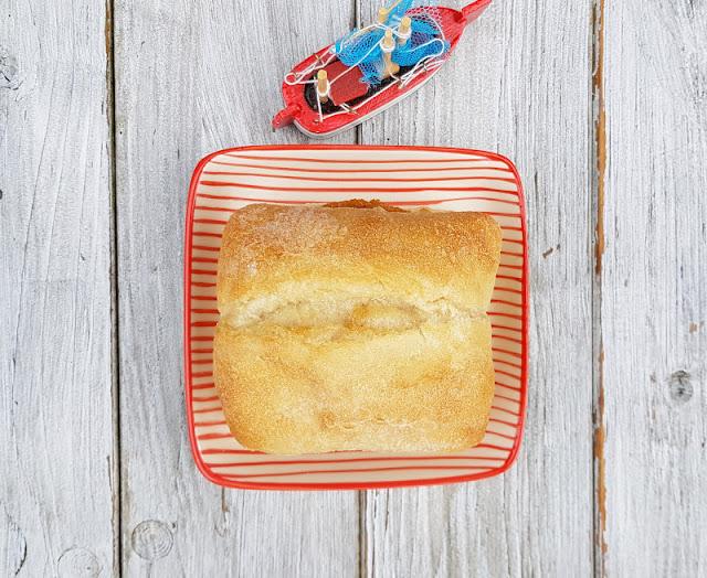 """Rezept: Fischbrötchen für Kinder, Teil 3 - """"Fritz"""" mit Fischfrikadelle. Auf Küstenkidsunterwegs zeige ich Euch Zutaten und Zubereitung dieses Klassikers unter den Fischbrötchen, der der ganzen Familie schmeckt. Denn Fisch im Brötchen ist lecker & gesund und als Fischfrikadelle isst ihn nahezu jedes Kind!"""