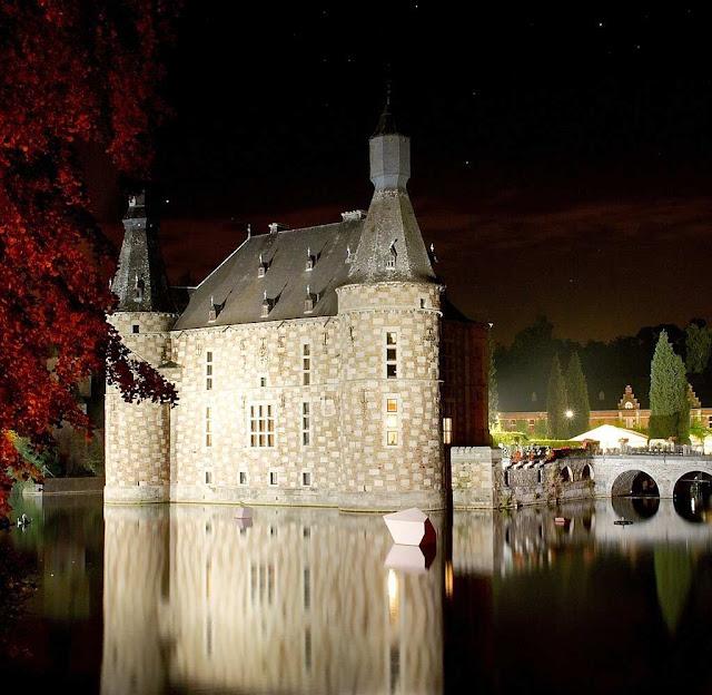 Castelo de Jehay, Bélgica, na noite