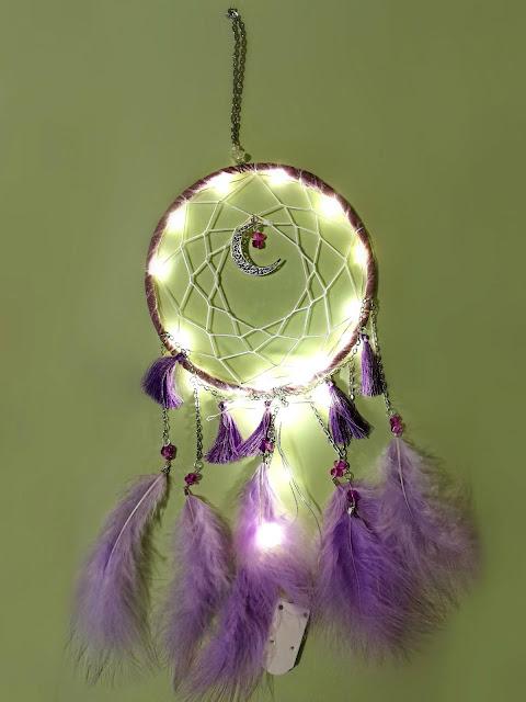 dreamcatcher, snovolovac, hvatač snova, purple, dar, gift, present, poklon, ideja za poklon, decor, dekor, fairy lights, feathers, ornament, ukras