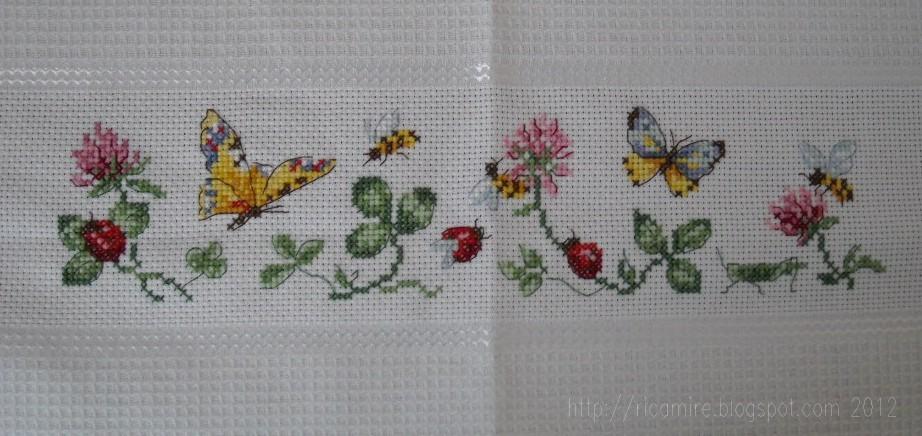 Canovaccio api e farfalle for Punto croce farfalle