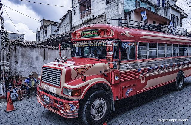"""Chicken bus"", ônibus típico da Guatemala"