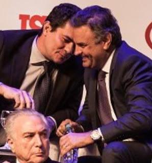 Acima Aécio Neves(PSDB), Michel Temer (PMDB) com o Juiz da Lava jato Sergio Moro em evento da ISTOÈ