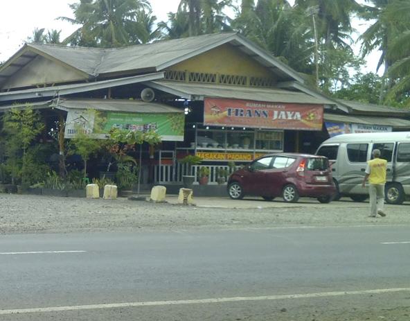 Kisah Cinta Berlabuh di Rumah Makan Padang