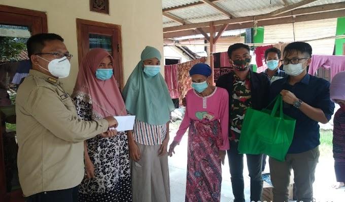 Camat Mekar Baru bersama Kapus, Kunjungi Intan Remaja Penderita Tumor Ganas di Klebet