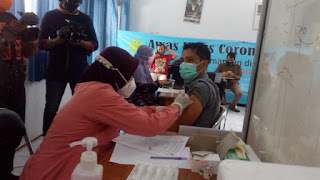 Anggota DPC Peradi Jember Vaksinasi Covid-19