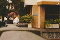 ensaio fotográfico pré-casamento pré-wedding em porto alegre realizado na escadaria 24 de maio, no cais do porto e no viaduto da borges de medeiros no centro da cidade por lisa roos com organização e planejamento de fernanda dutra eventos cerimonialista em porto alegre wedding planner em portugal especializada em destination wedding de brasileiros na europa