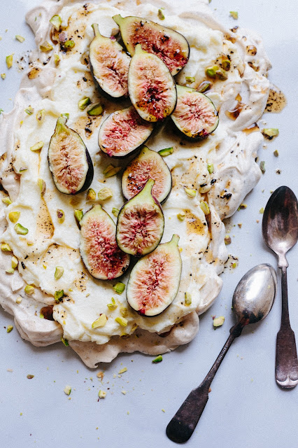 pavlova with fig picture and two spoons