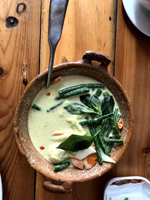 Nằm trong khu vực phố Tây Bùi Viện, quán ăn có cái tên dễ thương này không chỉ hút khách Việt, mà còn có cả khách nước ngoài tìm đến thưởng thức ẩm thực Thái Lan. Quán có không gian tương đối nhỏ nên đôi lúc có chút bất tiện cho bạn.