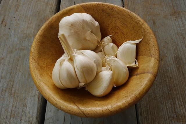 beautiful presentation of garlic