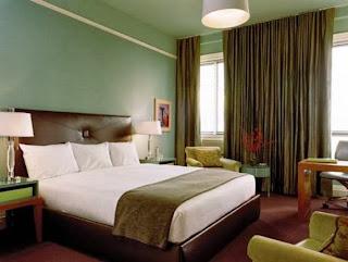 Dormitorio verde marrón blanco