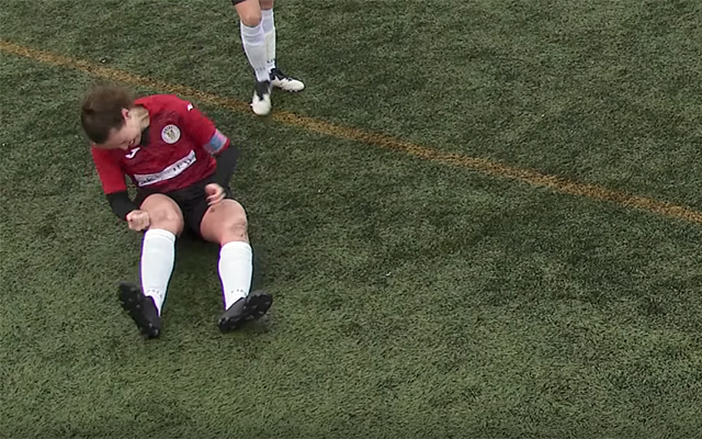 St Mirren women's captain Jane O'Toole bashes her dislocated kneecap back into place