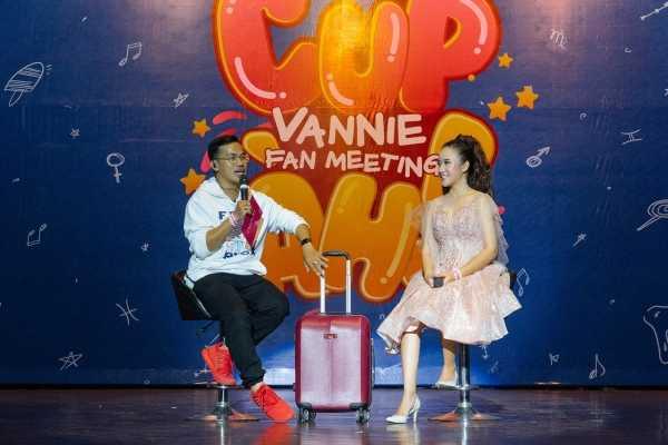 Nữ Youtuber Vannie gây ấn tượng với buổi fan meeting cực đáng yêu