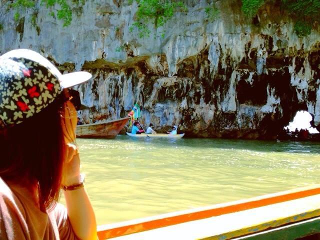 เกาะทะลุนอก เป็นเกาะที่มีชื่อเสียงในการท่องเที่ยวที่สำคัญของอุทยานแห่งชาติอ่าวพังงา เป็นถ้ำทางทะเลที่มีชื่อเสียงมากที่สุดในประเทศไทย