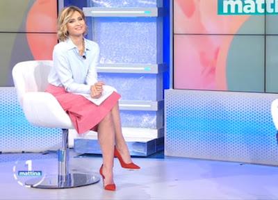 Monica Giandotti foto gonna rosa tacchi Unomattina 19 aprile