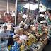 Babinsa Pantai Hambawang Pantau Harga Sembako di Pasar Tradisional