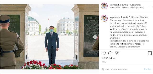 Szymon Hołownia przed Grobem Nieznanego Żołnierza w Warszawie w rocznicę końca II. Wojny Światowej