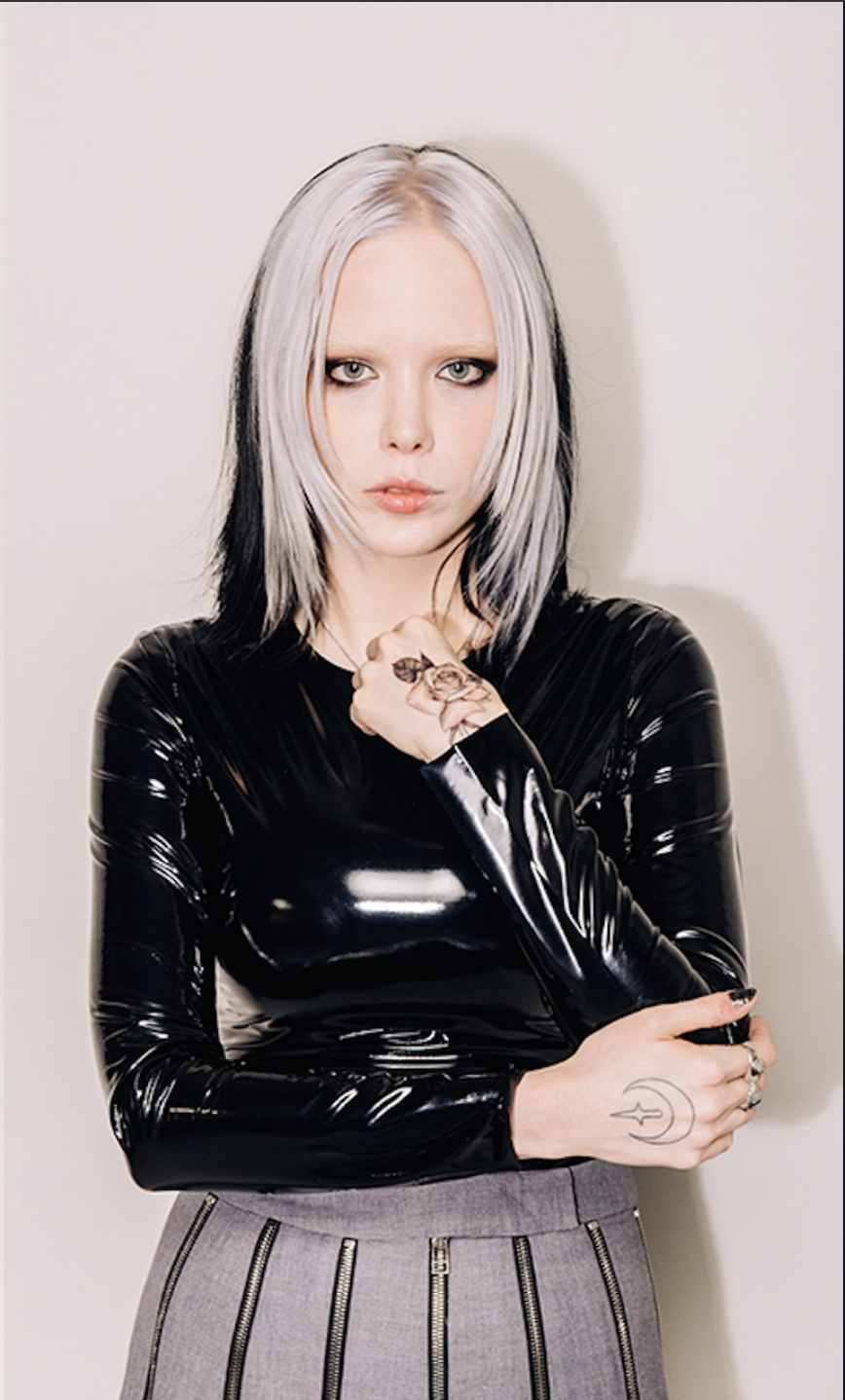 alice-glass-showering-naked-girls-galleries