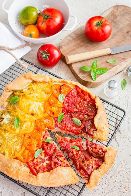 Tarte rustique aux tomates et au thon
