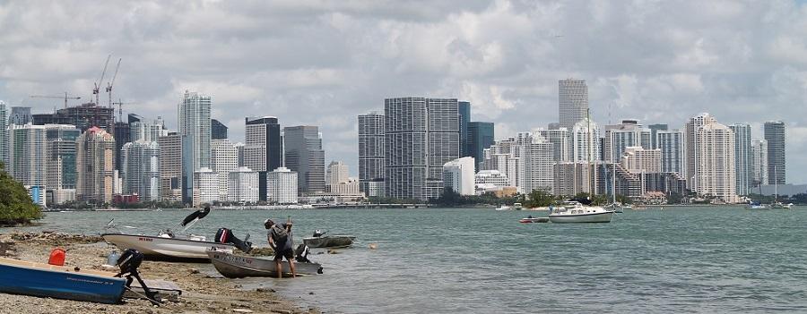 Vista de Miami desde Virginia Key