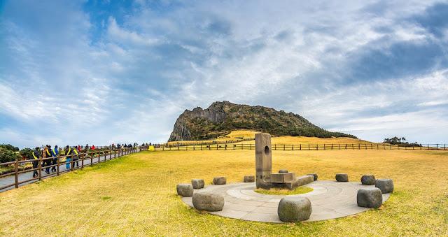 Pemandangan di Seongsan Ilchulbong Peak Jeju