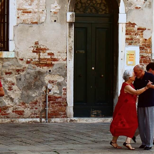 20 Exhilarating Images That Show Love Has No Age Limits - Dance!
