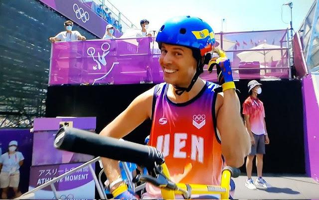 Sin defraudar a sus seguidores, el venezolano Daniel Dhers gana la medalla de plata en el BMX Freestyle de Tokio los Juegos Olímpicos 2020 y regala esta alegría a los venezolanos.  En la primera ronda, Dhers logró 90,10 puntos, ubicándose en la segunda posición de la tabla, superado por el australiano Logan Martin, quien hizo 93,30 puntos, quien se quedó con la medalla de oro.  En su segunda corrida, el venezolano logró 92,05 puntos, consiguiendo mantenerse en el segundo lugar.  Con la medalla de Dhers, ya son tres las medallas de plata que han conseguido los atletas venezolanos en Tokio.