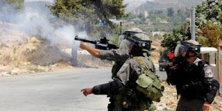 قوات الاحتلال الإسرائيلي تعتقل ثلاثة  فلسطينيين لاجتيازهم للخط الفاصل قطاع غزة