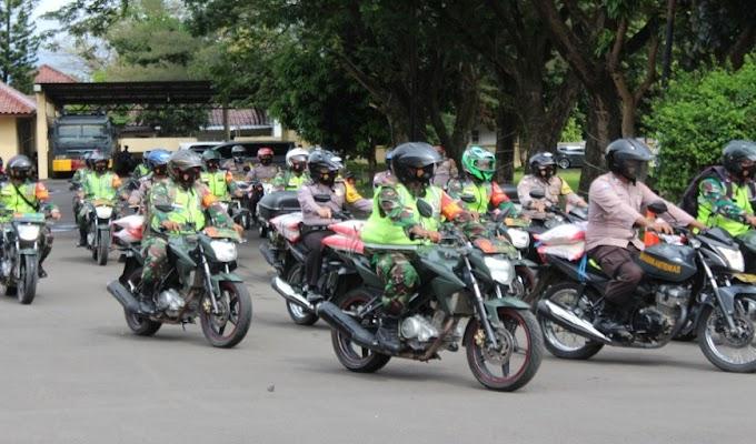 TNI-Polri Salurkan Bantuan 80 Ribu Paket Beras dan Masker bagi Pasien Covid yang Isolasi Mandiri di Rumah