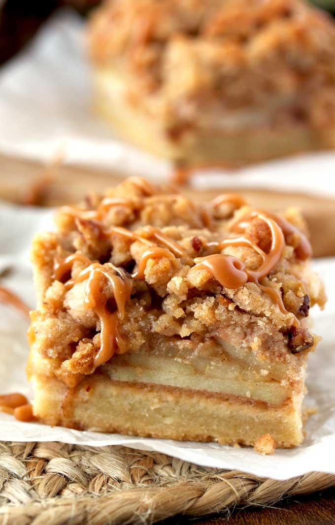 Salted Caramel Apple Pie Bars #desserts #bars #apple #pie #caramel