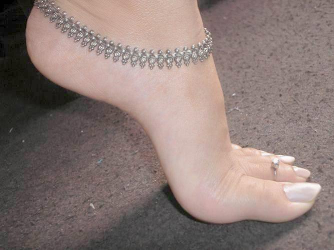 girl-naked-girl-anklet-does-sex