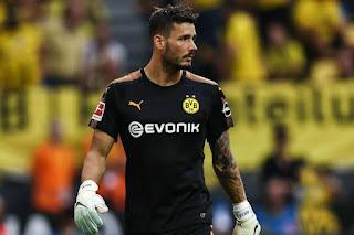 Chelsea set to launch a bid for Borussia Dortmund goalkeeper