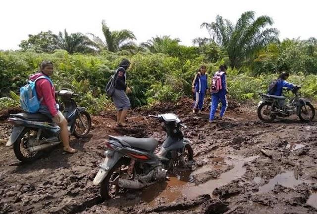 Kondisi Jalan Jenderal Sudirman di Pulau Rupat Rusak Parah, Warga Tagih Janji Pemkab Bengkalis