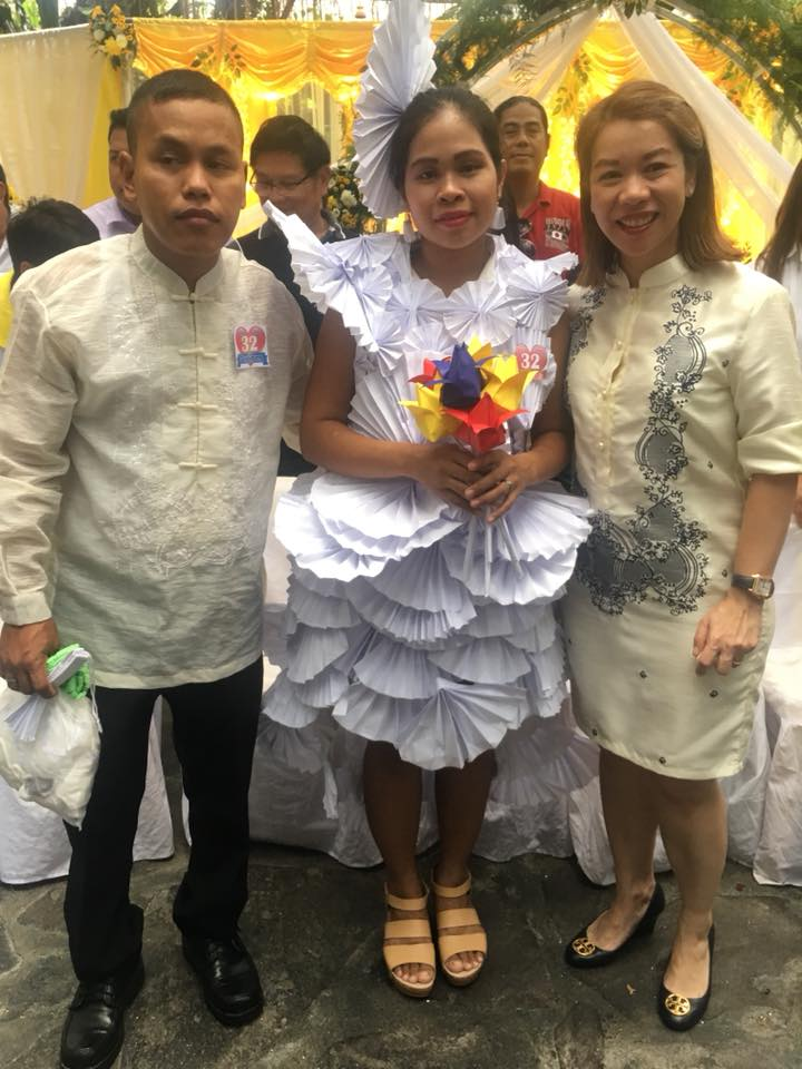 Creative bride makes her own gown from paper to attend 'Kasalang Bayan'