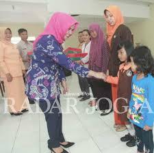 Guru honorer : Berkah Ramadhan, Gaji Pendidik TK Minimal UMK