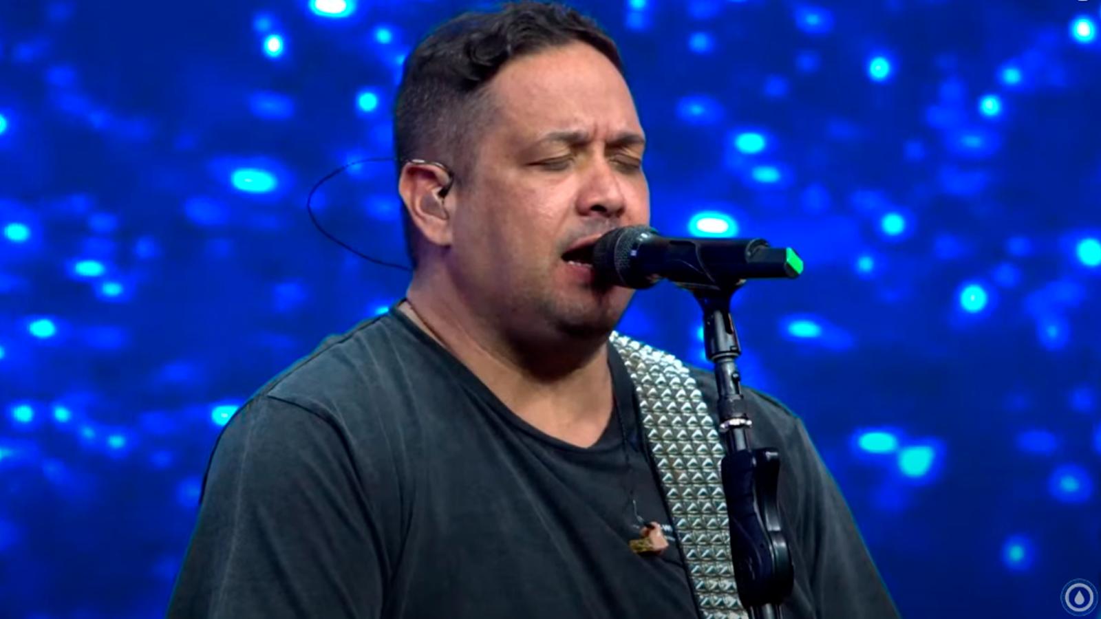 Fernandinho canta grandes sucessos e faz história em sua Live no YouTube -  News Gospel