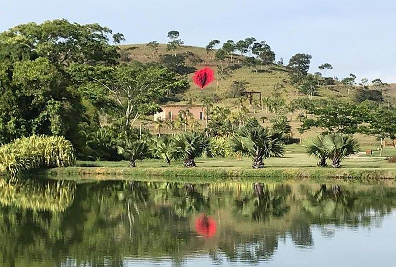 Escultura de una vagina gigantesca deja la grande en Brasil
