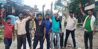 सड़क पर जलभराव होने से लोगों को हो रही परेशानी    #NayaSaberaNetwork