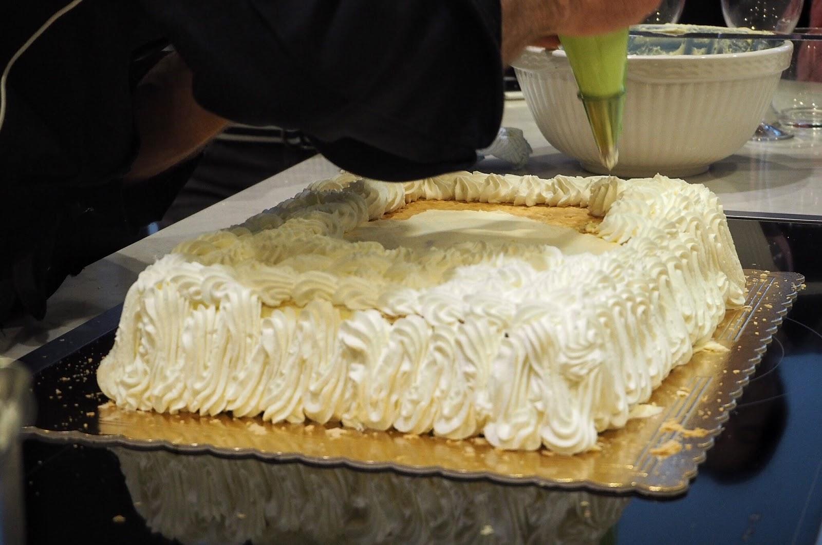 Italian wedding cake cream decoration