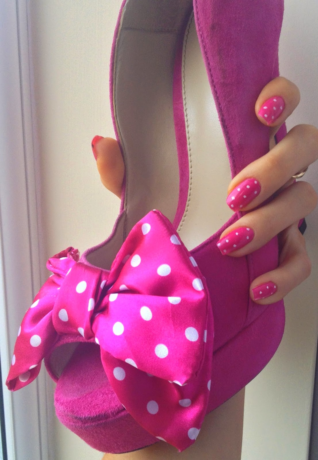 Polka-dot-pink-nails-and-shoe