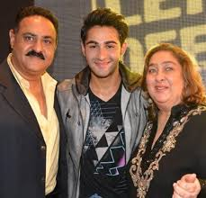 Armaan Jain Family Wife Son Daughter Father Mother Age Height Biography Profile Wedding Photos
