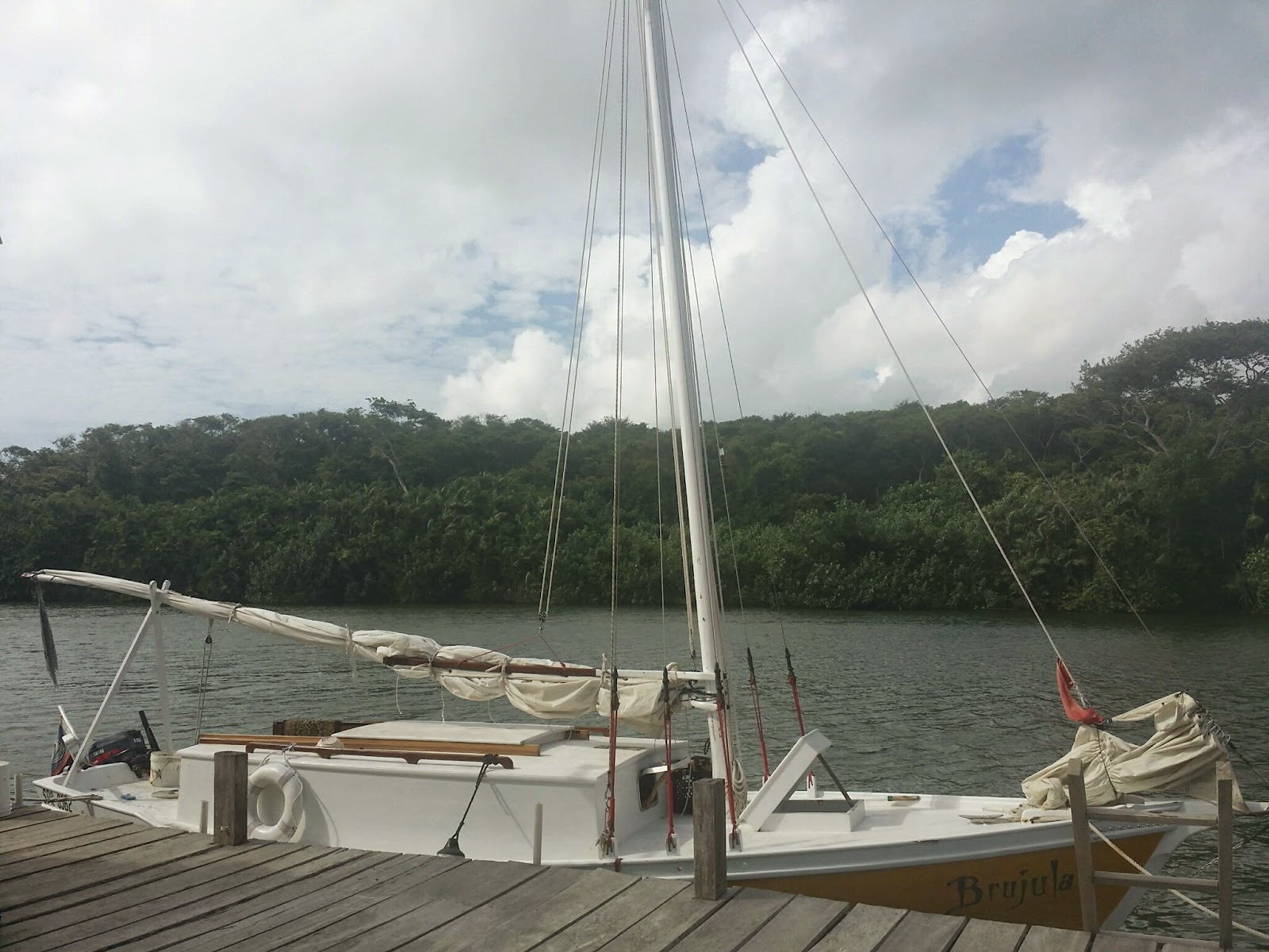 A Travelers Log: 4-7-2015 Sailing to the Cayes