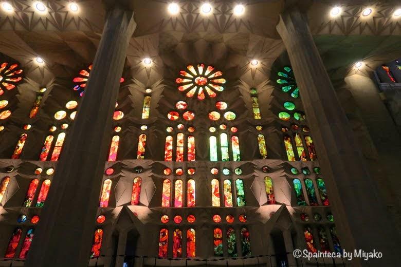 世界遺産サグラダ·ファミリア教会の美しいステンドグラス Sagrada Família, Barcelona