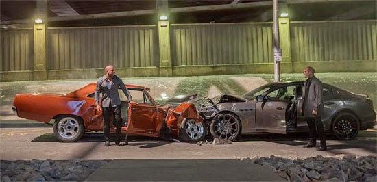 Os Carros destruídos filme Velozes e Furiosos 7