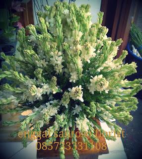rangkaian buket bunga meja sedap malam