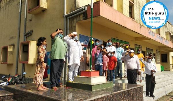इस साल के झंडोत्तोलन में भारत में फैले कोरोना महामारी के कारण सोशल डिस्टेंस के साथ