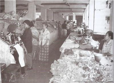 Pasar tradisional di lantai dasar rumah susun Pekunden, Semarang