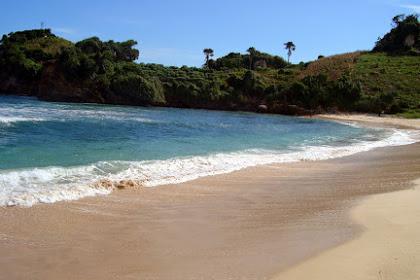 Pantai Tambakrejo : Wisata Berbalut Eksotisme dan Misteri