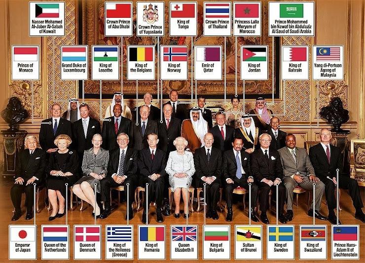 世界の君主が一同に会して写真撮影