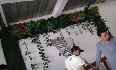 Jasa pembuatan vertikal garden sintetis
